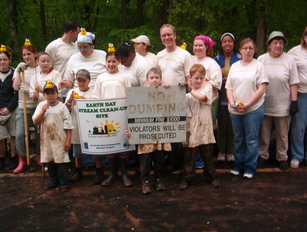 picture of the 2006 clean-up crew at Grandale Drive bridge