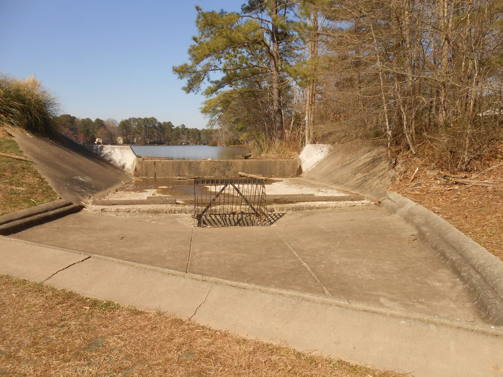 Full view of the spillway for Parkwood lake